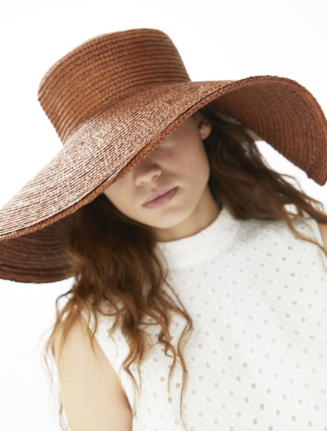 Wide brimmed hat iBlues