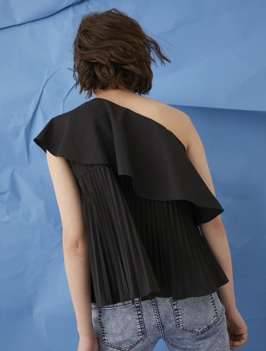 One-shoulder top