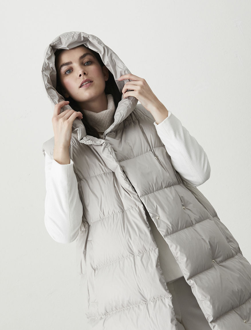 Sleevless puffer jacket