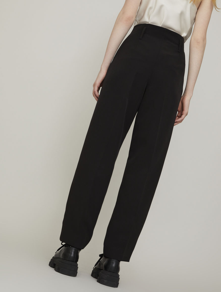 Carrot-fit trousers