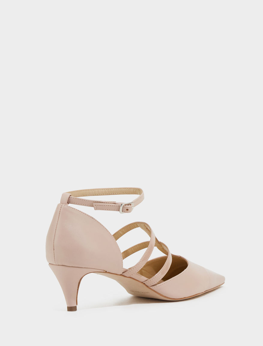 Pointed-toe court shoes