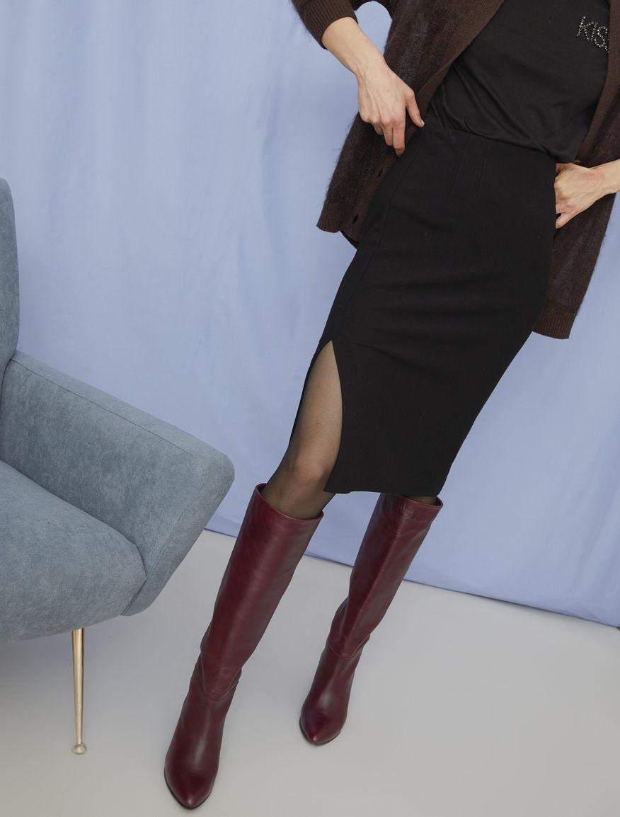 Semi-fitted skirt